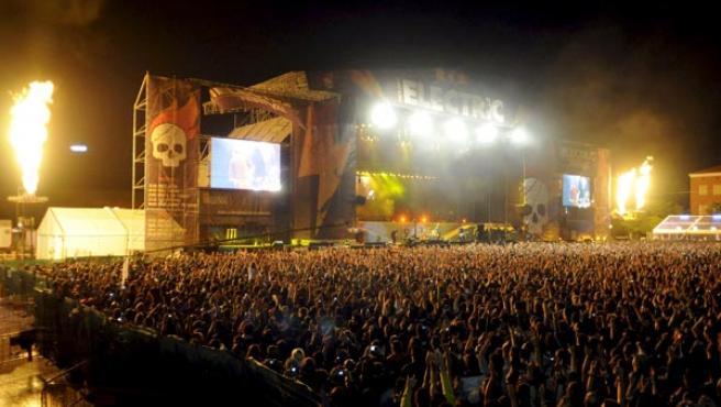 El escenario del Electric Weekend, en su máximo apogeo durante la actuación de Metallica (EFE).