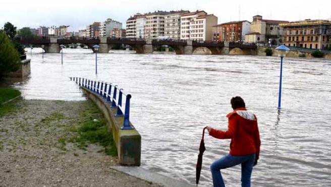 El rio Ebro a su paso por la localidad burgalesa de Miranda de Ebro. (EFE)