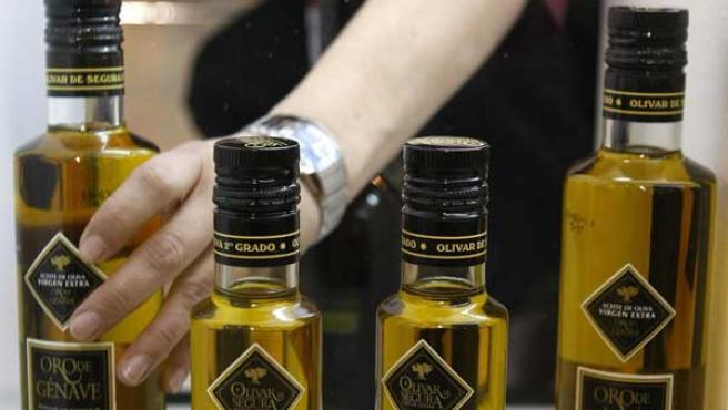 Algunas botellas de aceite de oliva (AGENCIAS).