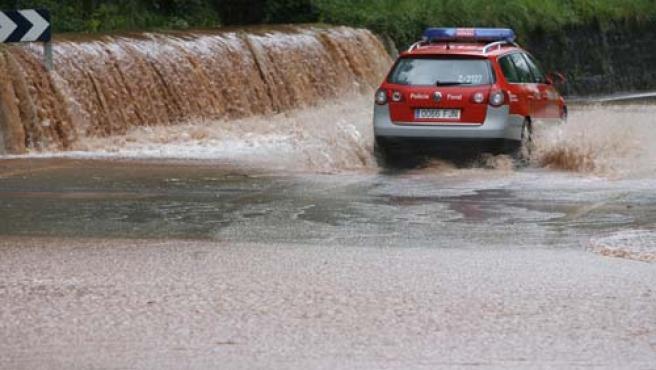 Los ríos amenazan con desbordarse. EFE.