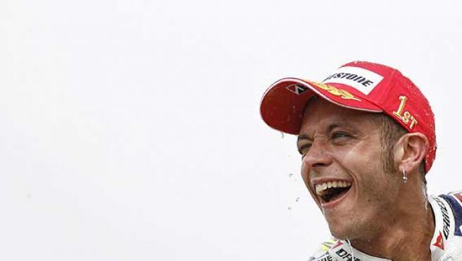 Valentino Rossi, celebrando un Gran Premio. (Reuters)