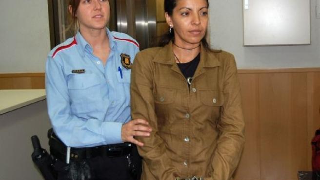 La acusada, Gladis Marlene V.B., en la Audiencia de Girona.(M.L./ACN)