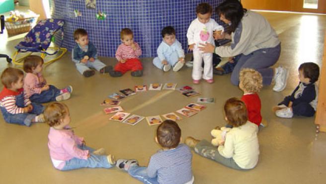 Un grupo de niños en una escuela de Pamplona. ARCHIVO/20MINUTOS.