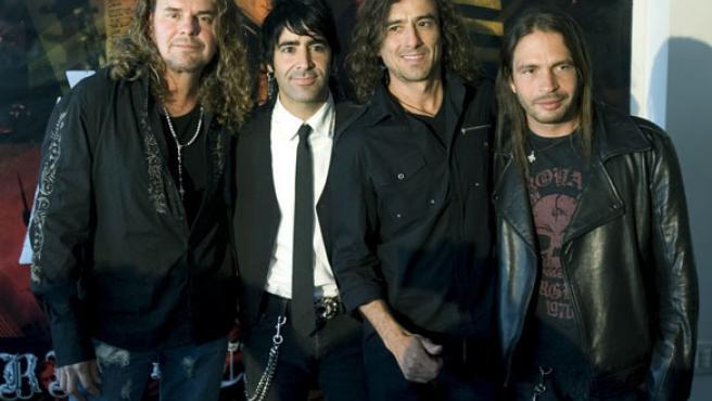 De derecha a izquierda, los integrantes de la banda Maná, Fher Olvera, Alex González, Juan Calleros y Sergio Vallín, en Brasil (EFE).