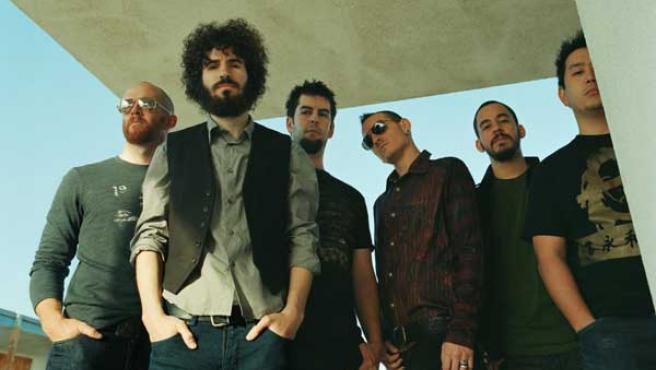 Linkin Park, con el guitarrista Brad Delson en primera fila.