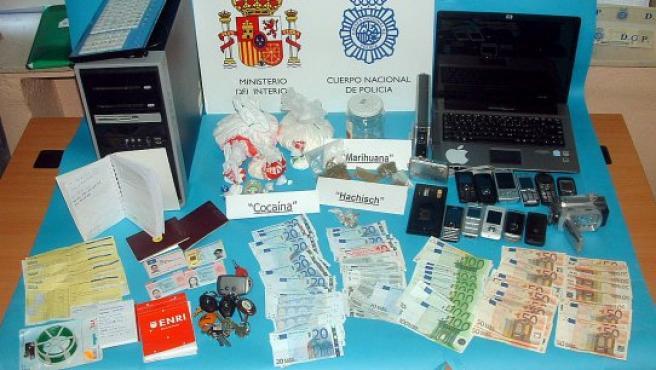 Casi un kilo de droga encontró la Policía en casa de los detenidos.