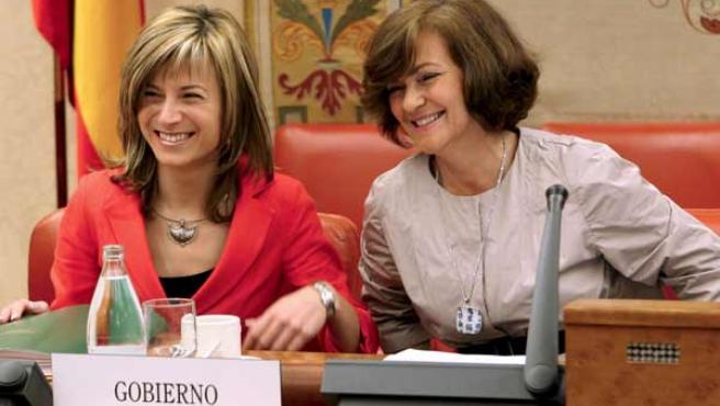 Bibiana Aído y la presidenta de la Comisión de Igualdad (EFE).