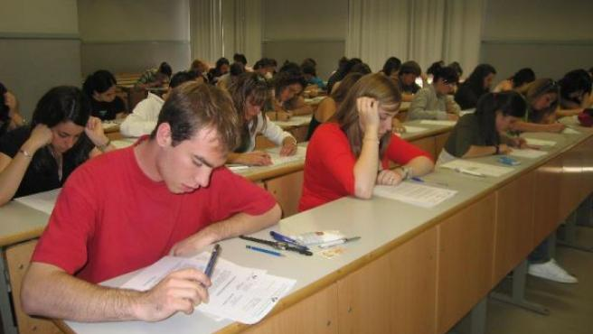 Estudiantes en el examen de selectividad, en una imagen de archivo.