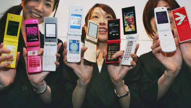 Varios teléfonos móviles (ARCHIVO)