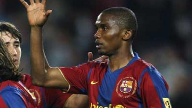 Samuel Etoo celebra un gol con el Barcelona.
