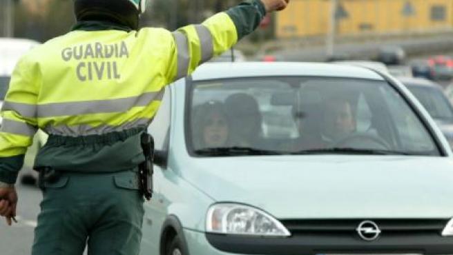 Un Guardia Civil de Tráfico para un coche