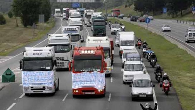 Los camiones han provocado retenciones en la C-58 dentro de la primera jornada de huelga.