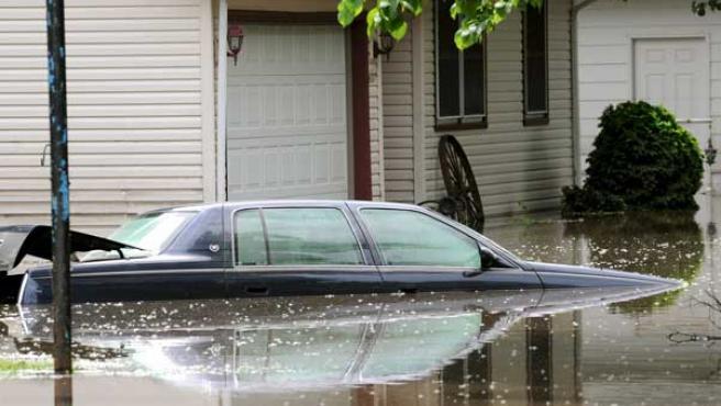 En Wisconsin, el agua arrastró tres casas y durante el fin de semana. (AP)