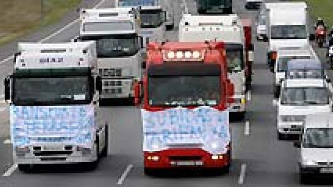 La huelga de transportistas comenzó este lunes y ya se notan sus consecuencias. (AGENCIAS).