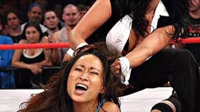 Las luchadoras de TNA Wrestling están muy bien dotadas para la lucha.