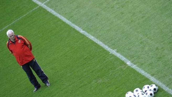 Luis Aragonés durante un entrenamiento de España (REUTERS).