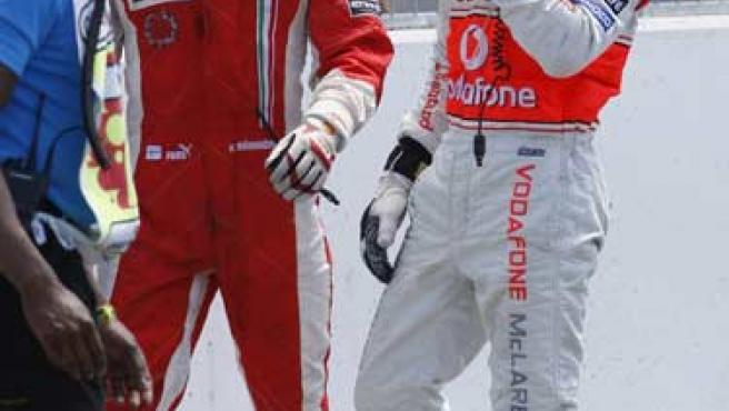Raikkonen recrimina a Hamilton el que no se detuviera con el semáforo en rojo (REUTERS).