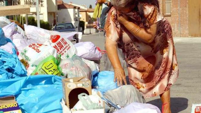 Buscar entre la basura en Cuba es una acción ilegal. (ARCHIVO)