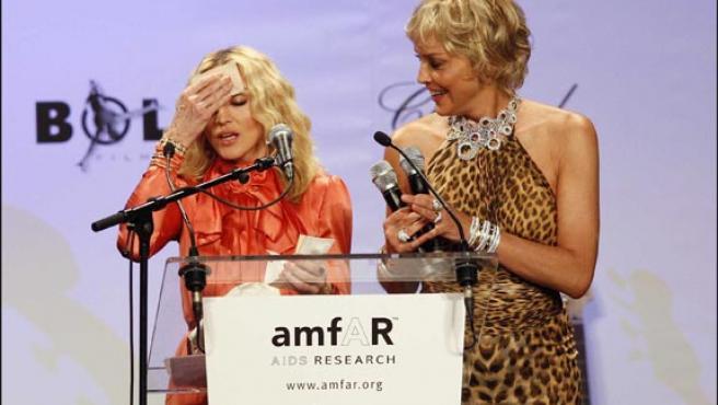Madonna y Sharon Stone, durante uno de los actos de Cannes (Foto: KORPA).