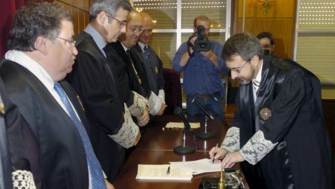 Juan del Olmo, en la firma de su toma de posesión.