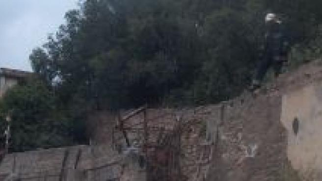 Los Bomberos sofocan el incendio de Cuesta Gomérez.
