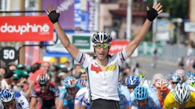 El estadounidense George Hincapie celebra su victoria en la segunda etapa del Dauphine (AP).