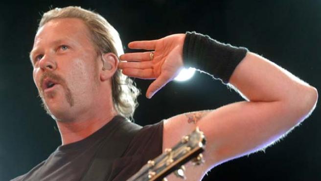 El lider de Metallica, James Hetfield, durante una actuación.