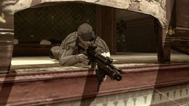 Solid Snake sigue siendo tan letal como siempre, a pesar de su cuerpo envejecido.