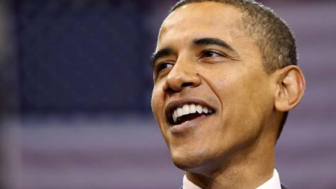 Barack Obama se mostró feliz tras convertirse en el primer negro que luchará por ser el presidente de EE UU. (Jason Reed / Reuters).
