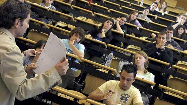 Estudiantes preparados para comenzar la selectividad. (ARCHIVO)