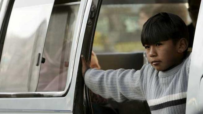 Un niño colombiano descansa antes de seguir trabajando (AGENCIAS).