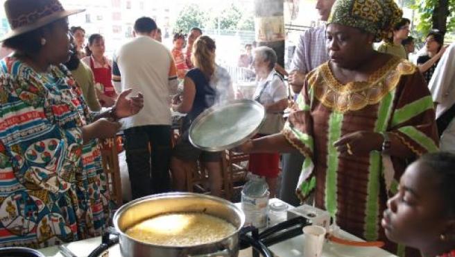 En la fiesta del arroz se reúnen gentes de todas las etnias.