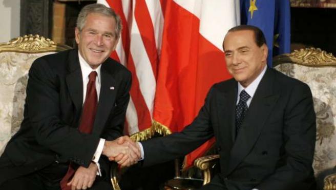 El presidente Bush junto con Silvio Berlusconi, durante el encuentro de han mantenido hoy en Roma.REUTERS/J.R