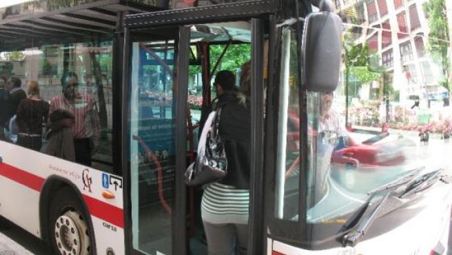 Autobús línea 16 de Emtusa.