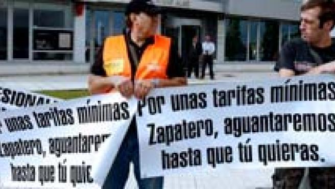 Los transportistas ignoran el llamamiento de Zapatero(EFE).