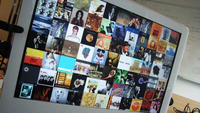 Imágenes de varios discos en la pantalla de un Mac.