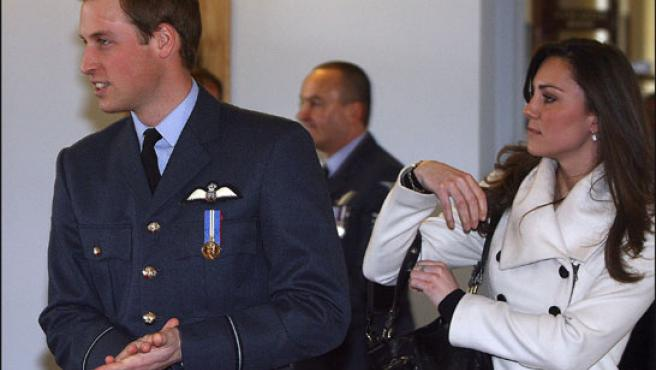 El príncipe Guillermo y su novia, Kate Middleton (Foto: KORPA).