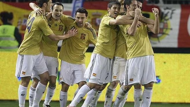 Los jugadores de la selección española, de amarillo. (Reuters)