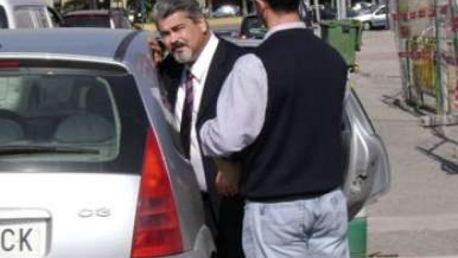 Imagen de archivo de Yahya saliendo de la Jefatura de Policía de Melilla. (FOTO: www.yahyayahya.com)
