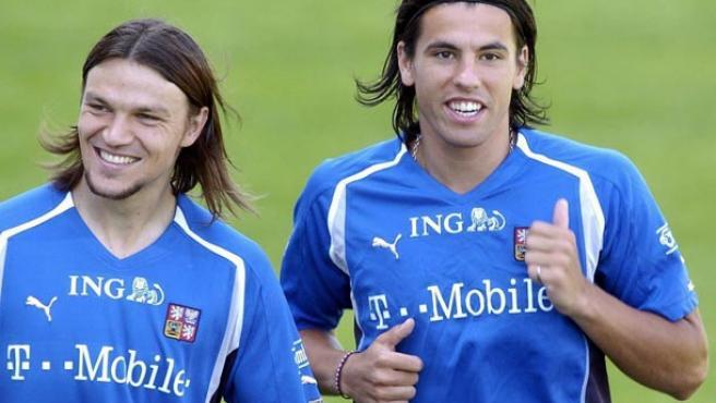 Milan Baros (dcha. y Tomas Ujfalusi (izq), en un entrenamiento con la selección checa.