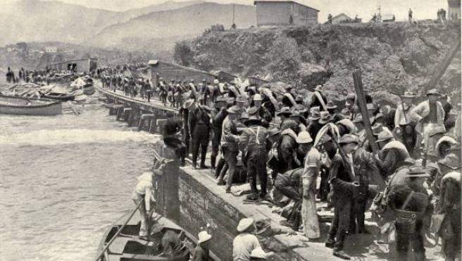Soldados estadounidenses desembarcan en Santiago de Cuba. (WIKIPEDIA)
