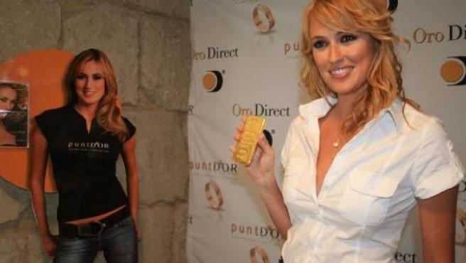 La actriz Carolina Cerezuela durante una presentación en Alicante.