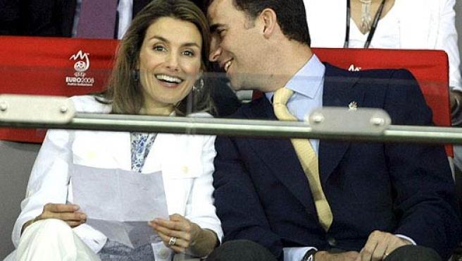 Los Príncipes de Asturias, en el partido ante Rusia. (EFE)
