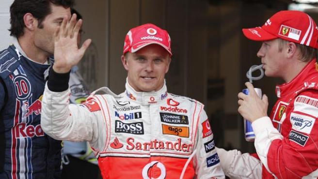Kovalainen celebra su pole en Silverstone. (REUTERS)