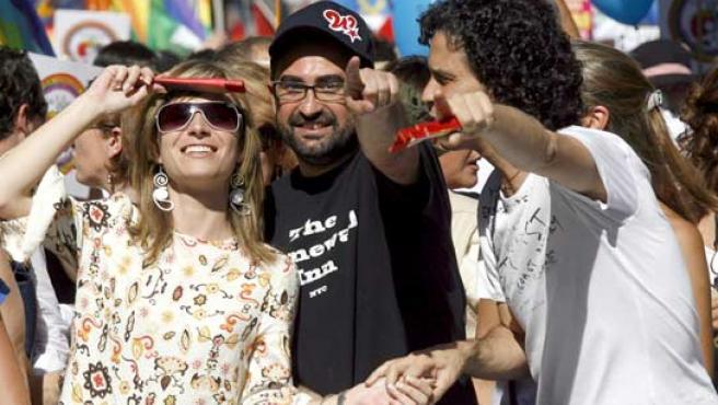 La ministra de Igualdad Bibiana Aído en cabeza de la manifestación del Orgullo Gay (FOTO: EFE)