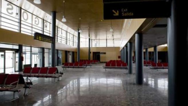 Imagen del vestíbulo general del terminal de pasajeros. (AENA)