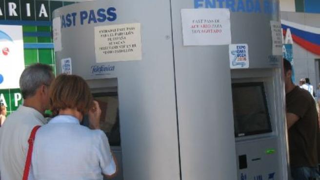 Una taquilla de fast pass, con carteles que indican que se han agotado las citas.