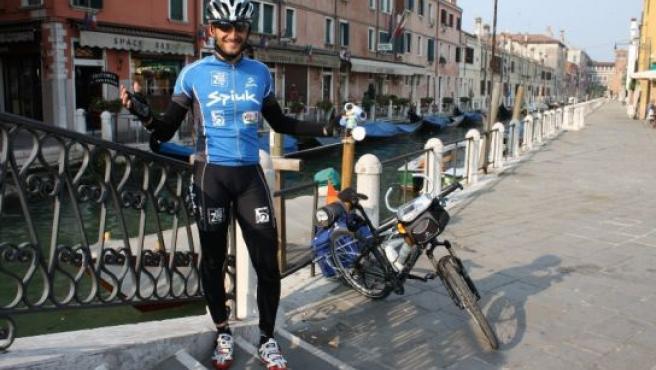 Diego, en Venecia, poco después de iniciar el viaje.