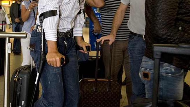 Cristiano Ronaldo sale del hospital de Amsterdam. Archivo. (Reuters)