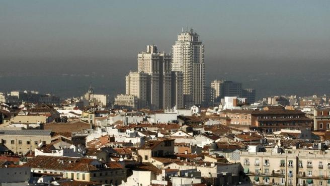 El cielo de Madrid con su característica boina de polución. (EFE)